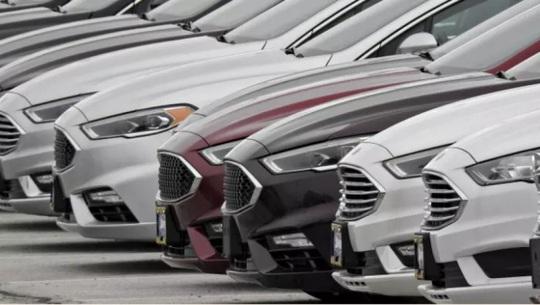 Ôtô tồn kho nhiều vô kể, đẩy hàng cũ ế, ém xe đời mới - Ảnh 1.
