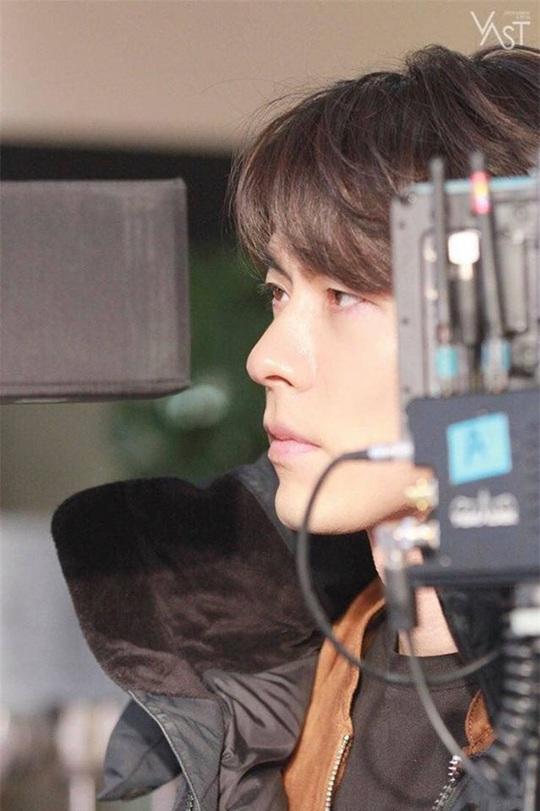 """""""Soái ca Triều Tiên"""" Hyun Bin gây bão mạng với góc nghiêng sắc lẹm - Ảnh 3."""