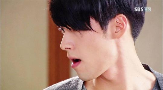 """""""Soái ca Triều Tiên"""" Hyun Bin gây bão mạng với góc nghiêng sắc lẹm - Ảnh 12."""