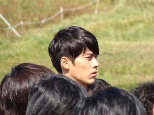 """""""Soái ca Triều Tiên"""" Hyun Bin gây bão mạng với góc nghiêng sắc lẹm - Ảnh 13."""