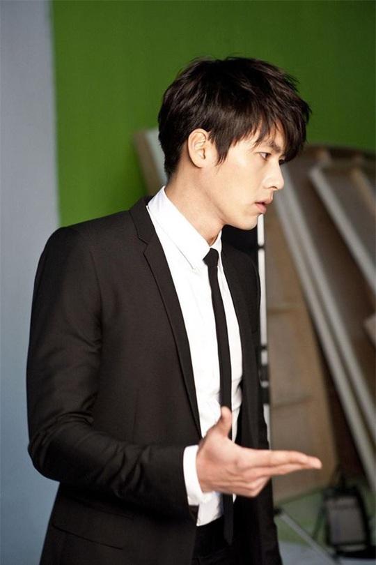 """""""Soái ca Triều Tiên"""" Hyun Bin gây bão mạng với góc nghiêng sắc lẹm - Ảnh 14."""