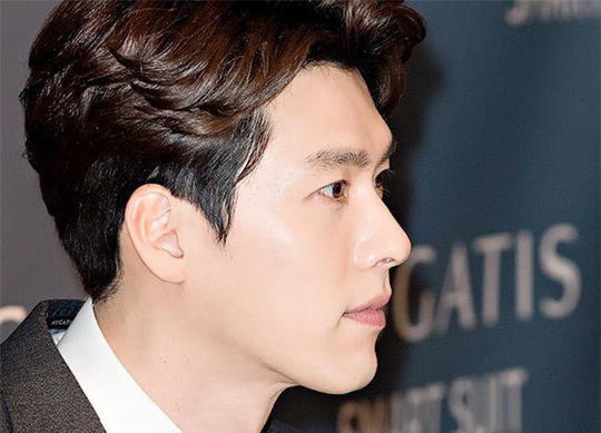 """""""Soái ca Triều Tiên"""" Hyun Bin gây bão mạng với góc nghiêng sắc lẹm - Ảnh 17."""