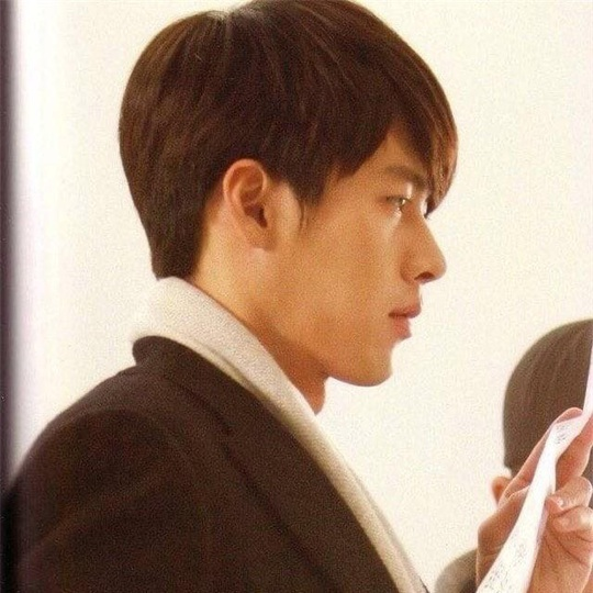 """""""Soái ca Triều Tiên"""" Hyun Bin gây bão mạng với góc nghiêng sắc lẹm - Ảnh 18."""