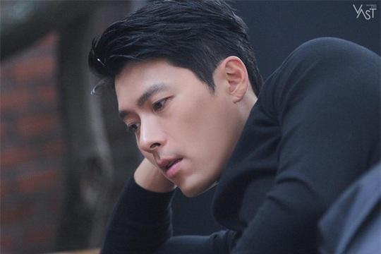 """""""Soái ca Triều Tiên"""" Hyun Bin gây bão mạng với góc nghiêng sắc lẹm - Ảnh 23."""