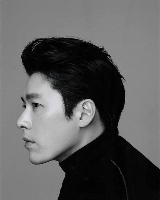 """""""Soái ca Triều Tiên"""" Hyun Bin gây bão mạng với góc nghiêng sắc lẹm - Ảnh 5."""