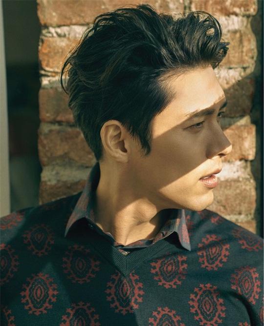 """""""Soái ca Triều Tiên"""" Hyun Bin gây bão mạng với góc nghiêng sắc lẹm - Ảnh 6."""