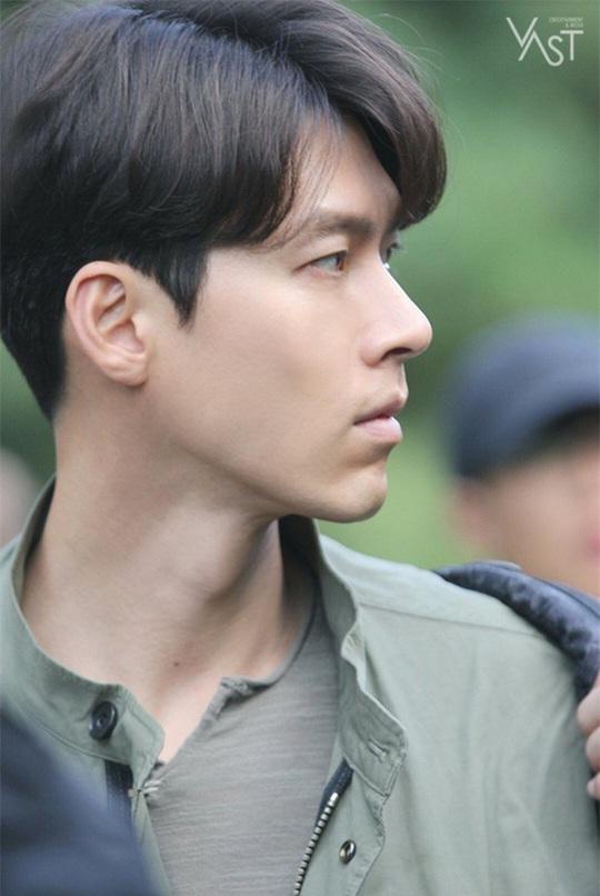 """""""Soái ca Triều Tiên"""" Hyun Bin gây bão mạng với góc nghiêng sắc lẹm - Ảnh 7."""
