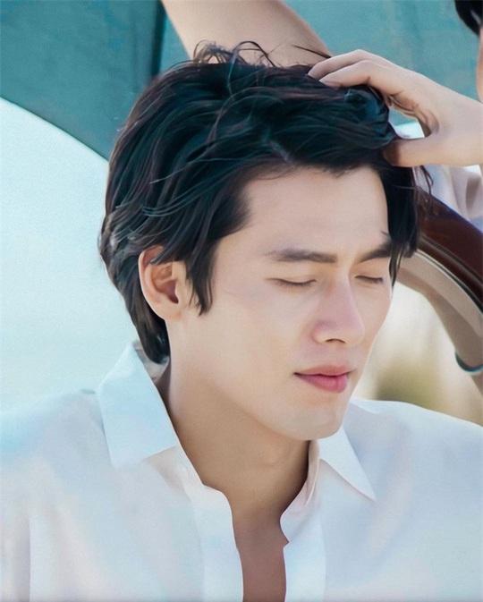 """""""Soái ca Triều Tiên"""" Hyun Bin gây bão mạng với góc nghiêng sắc lẹm - Ảnh 8."""