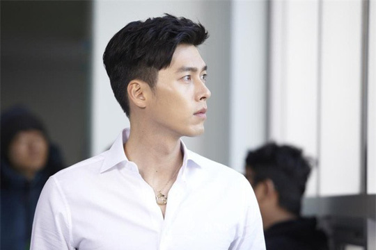 """""""Soái ca Triều Tiên"""" Hyun Bin gây bão mạng với góc nghiêng sắc lẹm - Ảnh 9."""