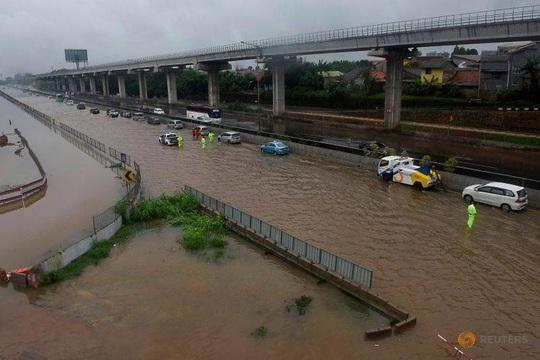 Jakarta: Mưa không bình thường một đêm, 16 người chết - Ảnh 10.