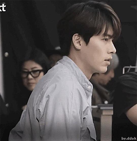 """""""Soái ca Triều Tiên"""" Hyun Bin gây bão mạng với góc nghiêng sắc lẹm - Ảnh 10."""