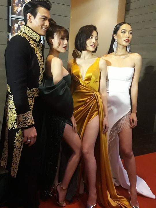 Ninh Dương Lan Ngọc khoe chân thon cùng Hội chăn chuối - Ảnh 1.