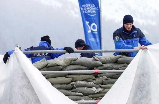 Davos mong chờ đột phá - Ảnh 1.