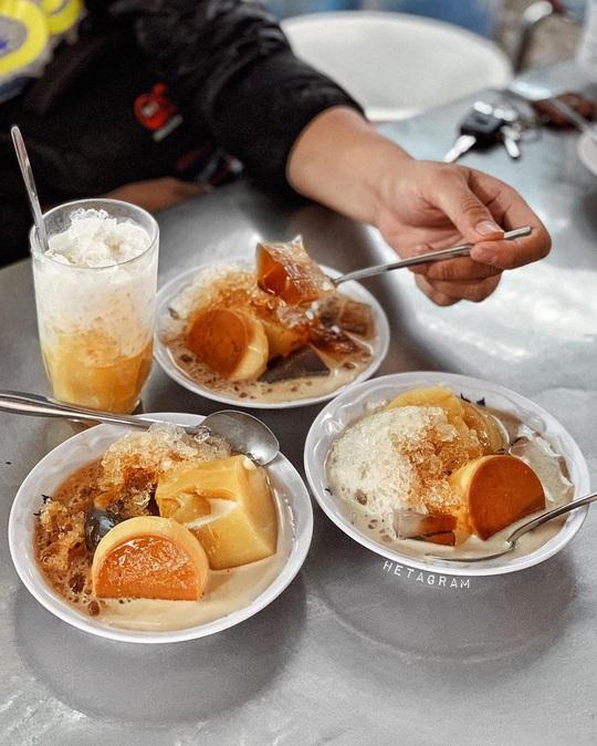 Những khu chợ chiều có đủ món ăn vặt ở TP HCM - Ảnh 13.