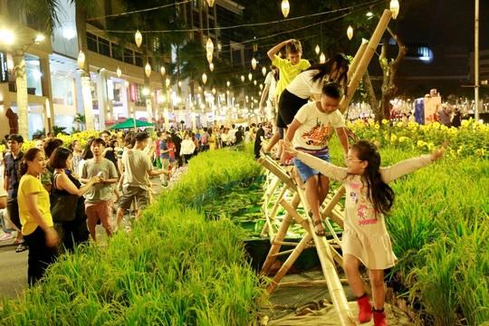 Du Xuân rước lộc tại Phú Mỹ Hưng - Ảnh 3.