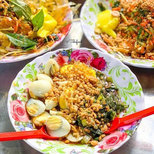 Những khu chợ chiều có đủ món ăn vặt ở TP HCM - Ảnh 5.