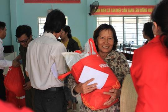 Vedan Việt Nam tặng 1.000 phần quà Tết cho người dân có hoàn cảnh khó khăn tại Đồng Nai - Ảnh 3.