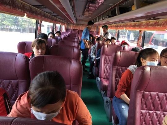 Lần thứ 3 Chuyến xe nghĩa tình đưa công nhân về quê đón Tết - Ảnh 2.