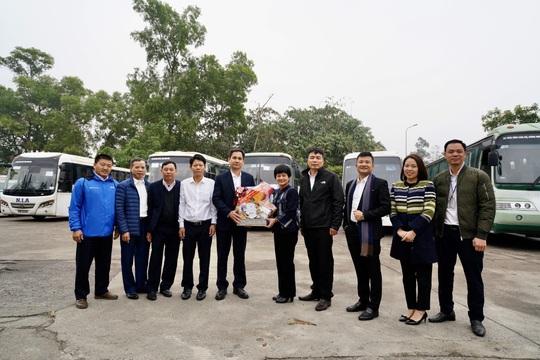 Cảng hàng không quốc tế Nội Bài mang Tết đến với người nghèo - Ảnh 4.