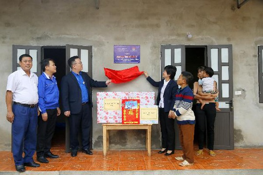 Cảng hàng không quốc tế Nội Bài mang Tết đến với người nghèo - Ảnh 2.