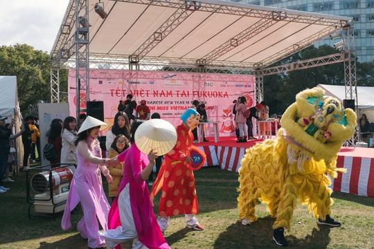 Thành phố ở Nhật Bản rộn ràng đón Tết cổ truyền Việt Nam - Ảnh 5.