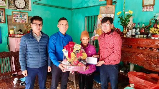 Cảng hàng không quốc tế Nội Bài mang Tết đến với người nghèo - Ảnh 3.
