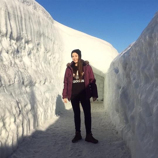 Mê cung tuyết rộng 2.500 m2 ở Ba Lan - Ảnh 1.