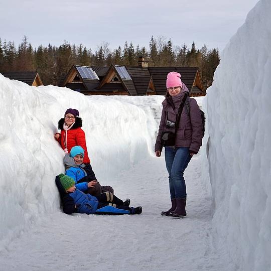Mê cung tuyết rộng 2.500 m2 ở Ba Lan - Ảnh 3.