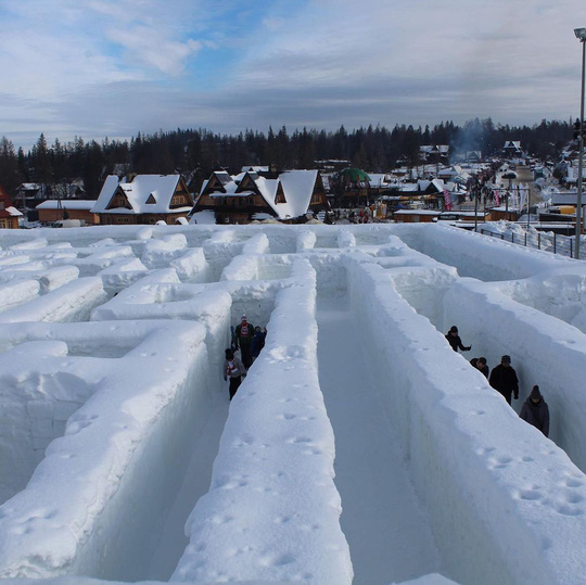Mê cung tuyết rộng 2.500 m2 ở Ba Lan - Ảnh 4.
