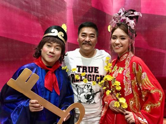 NSND Kim Cương soi chương trình đón năm mới của HTV - Ảnh 11.