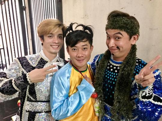 NSND Kim Cương soi chương trình đón năm mới của HTV - Ảnh 12.