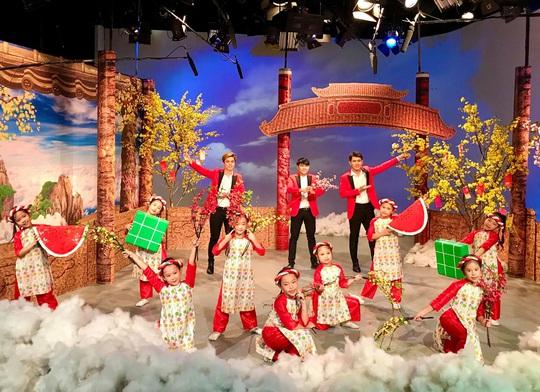 NSND Kim Cương soi chương trình đón năm mới của HTV - Ảnh 5.