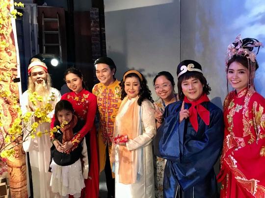 NSND Kim Cương soi chương trình đón năm mới của HTV - Ảnh 13.