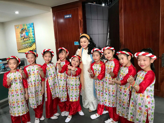 NSND Kim Cương soi chương trình đón năm mới của HTV - Ảnh 4.