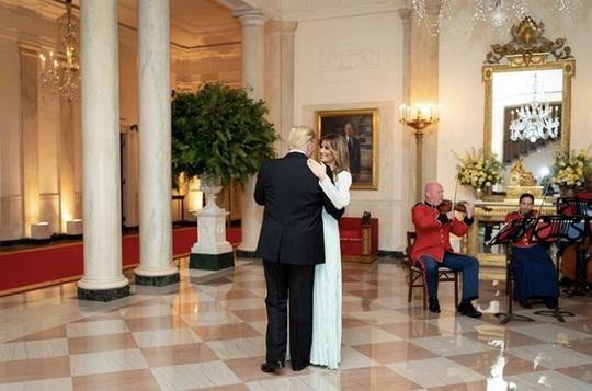 Kỷ niệm 15 năm ngày cưới Tổng thống Donald Trump và đệ nhất phu nhân Melania - Ảnh 1.