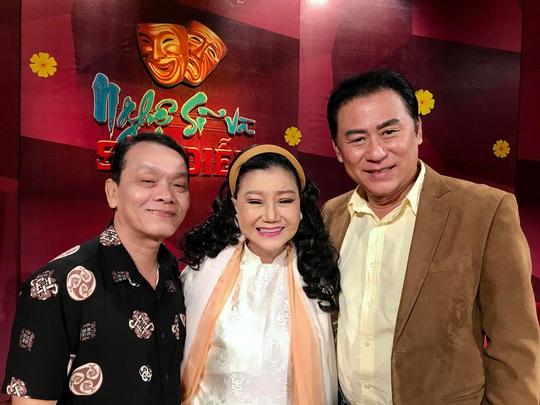 NSND Kim Cương soi chương trình đón năm mới của HTV - Ảnh 1.