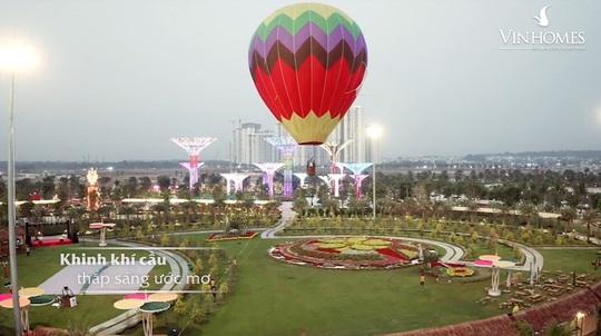 Dương Triệu Vũ bay khinh khí cầu đón Tết giữa TP HCM - Ảnh 3.