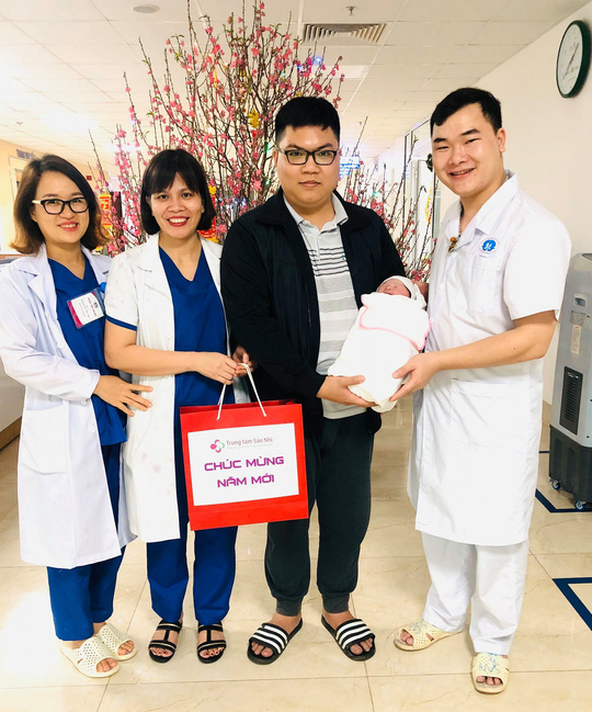 Công dân nhí nặng 3,5 kg xông đất Bệnh viện Phụ sản Trung ương - Ảnh 10.