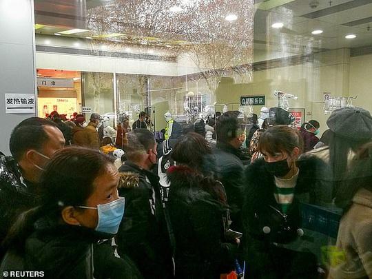 Virus Vũ Hán: Thương y, bác sĩ, người dân lặng lẽ đem cháo, bánh bao tới bệnh viện - Ảnh 1.