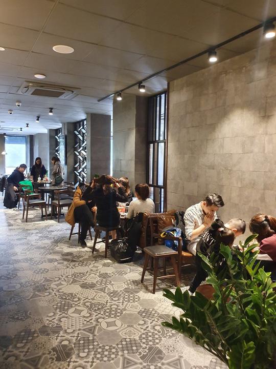 6 quán cà phê tụ tập ngày Tết ở Hà Nội - Ảnh 11.
