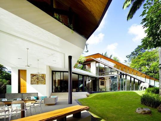Quá khứ không xu dính túi của tỷ phú lẩu giàu nhất Singapore - Ảnh 14.