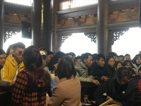 200.000 đồng/lượt đi thuyền trên hồ Tam Chúc, du khách vẫn chen nhau đi - Ảnh 10.