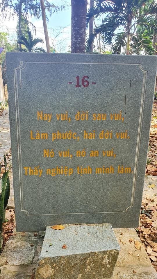 CLIP: Ngắm vườn kinh đá độc đáo của ngôi chùa nằm bên cạnh dòng sông Hậu - Ảnh 11.