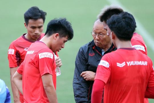Đội tuyển Việt Nam có thể đá giao hữu với Iraq để xóa thẻ cho Đình Trọng - Ảnh 1.