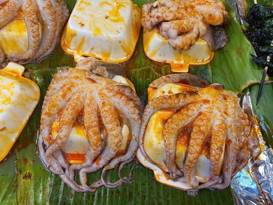 Cả trăm món ăn đặc sản tụ hội ở lễ hội Tết Việt - Ảnh 3.