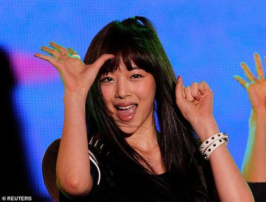 Nữ ca sĩ nói về Sulli và mặt tối của showbiz Hàn - Ảnh 3.