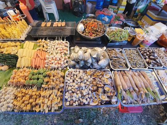 Cả trăm món ăn đặc sản tụ hội ở lễ hội Tết Việt - Ảnh 8.