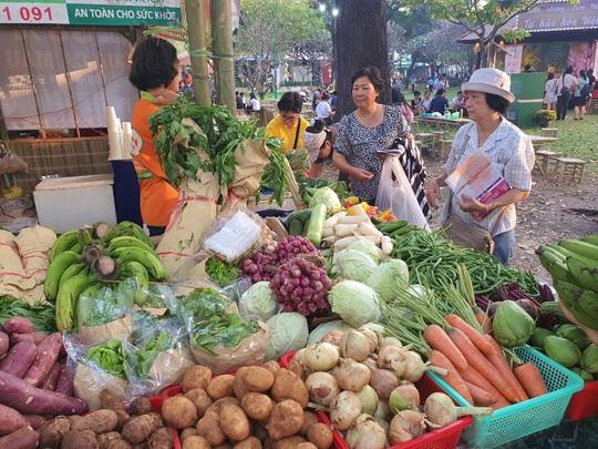 Cả trăm món ăn đặc sản tụ hội ở lễ hội Tết Việt - Ảnh 11.