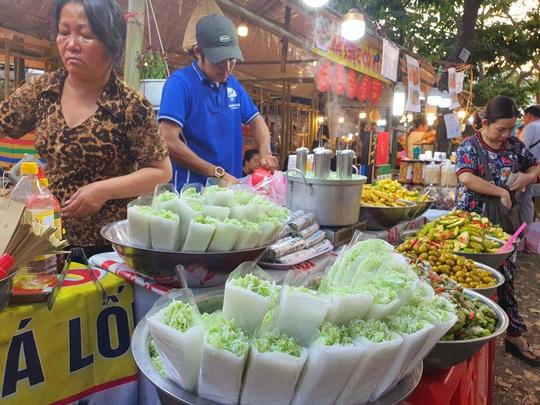 Cả trăm món ăn đặc sản tụ hội ở lễ hội Tết Việt - Ảnh 6.