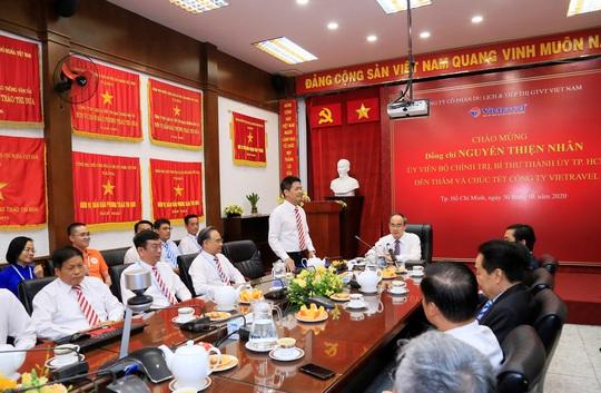Bí thư Nguyễn Thiện Nhân thăm và chúc Tết Công ty Du lịch Vietravel - Ảnh 1.